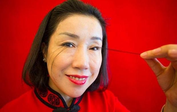 Dünyanın en uzun kirpiklerine sahip kadın